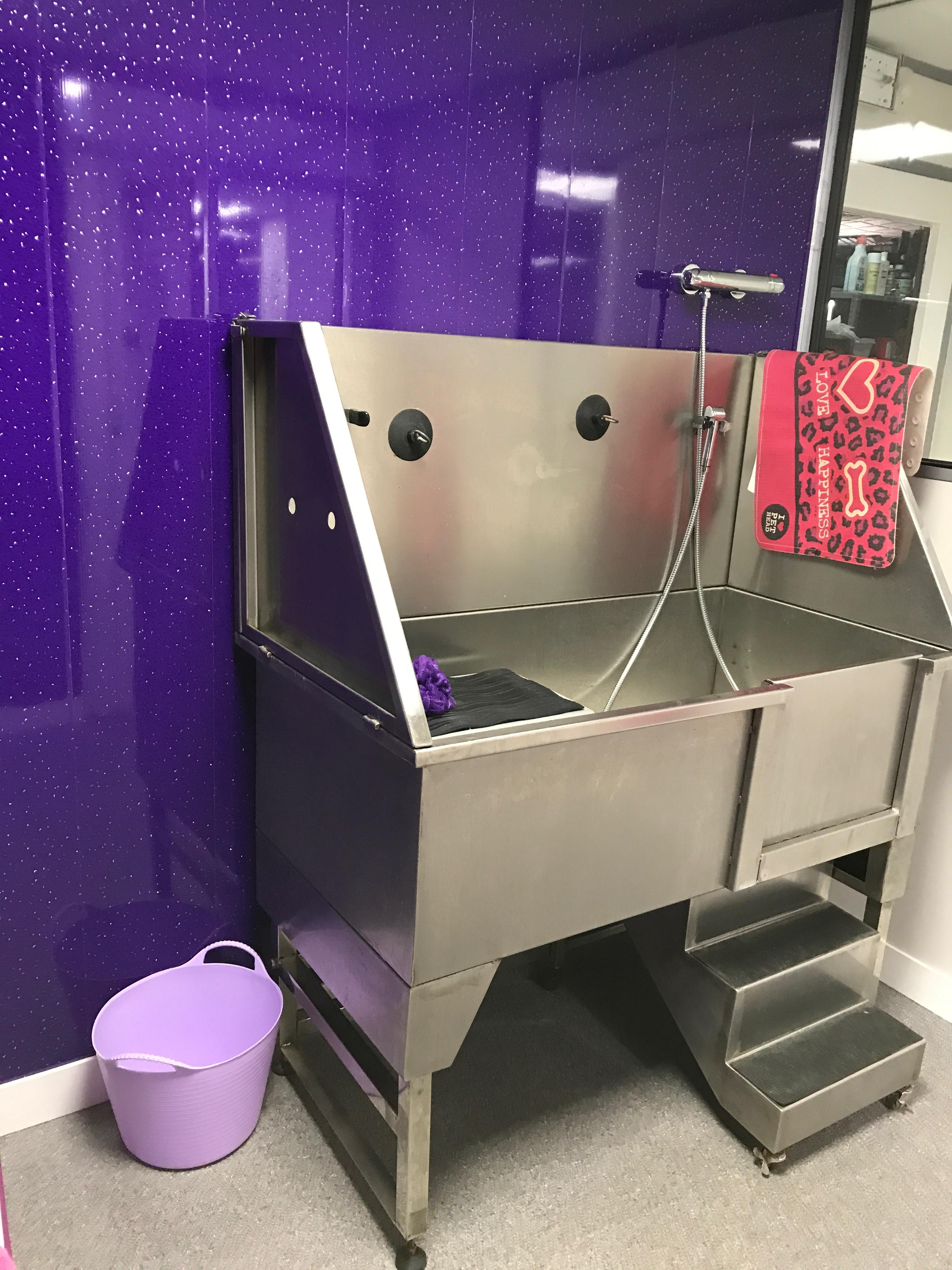The salon bark 39 n 39 bubblesprofessional dog grooming and for A bath and a biscuit grooming salon
